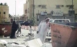 Capture d'écran, le 7 octobre 2013, d'une photo de deux personnes en Arabie saoudite.Une image postée sur Twitter.