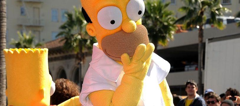 La mascotte de Homer Simpson le 14 février 2012 à Hollywood.
