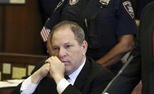 Harvey Weinstein est inculpé pour l'instant pour deux agressions et un viol, et risque la prison à perpétuité.