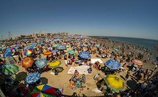 Les fortes chaleurs ont poussé les habitants de New York vers les plages de Coney Island.