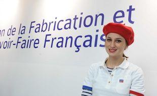Illustration des produits français, tels le béret et la marinière.