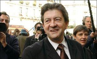 """Le sénateur de l'Essonne Jean-Luc Mélenchon, représentant de la gauche du PS, a jugé samedi le discours de rentrée de l'ex-candidate socialiste Ségolène Royal """"irréel"""" et déploré le peu de références, selon lui, aux questions sociales dans cette allocution."""