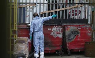 La police inspecte le quartier de Barking à Londres, après l'attentat du 3 juin.