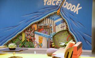 Un mur peint dans les locaux de Facebook en Californie, le 15 mai 2012.