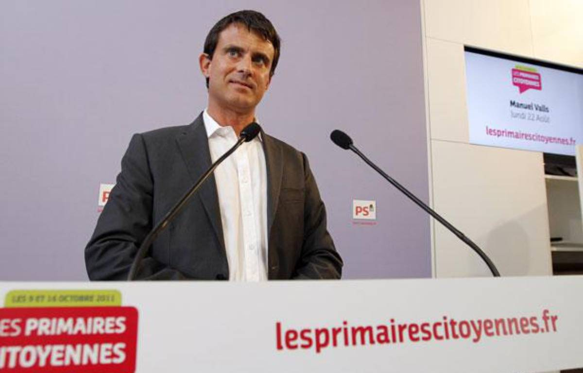 Manuel Valls, le 22 août 2011, lors d'une conférence de presse au siège du Parti socialiste. – P. KOVARIK / AFP