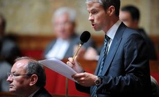 Le député-maire UMP de Coulommiers (Seine-et-Marne), Franck Riester, a choisi de révéler son homosexualité après un incident avec un opposant local, en faisant son coming out dans un entretien au journal Le Pays Briard, publié mardi.