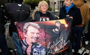 Devant le domicile de Johnny Hallyday à  Marnes la Coquette le 06 décembre