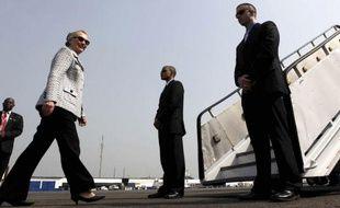 La secrétaire d'Etat américaine Hillary Clinton s'entretenait mardi matin à Abidjan avec le président ivoirien Alassane Ouattara, pour sa première visite depuis la fin de la crise politique meurtrière dans le pays.