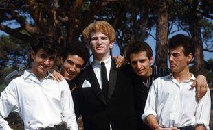 Eddy Mitchell (au centre) et les autres membres du groupe Les Chaussettes Noires, dans les années 1960.