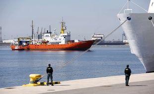 Le navire Aquarius dans le port de Valence, en Espagne.