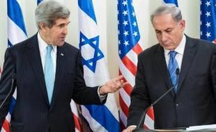 Le secrétaire d'Etat américian John Kerry et le Premier ministre israélien Benjamin Netanyahu à Jérusalem le 2 janvier 2013