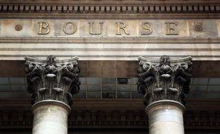 La Bourse de Paris s'est rapprochée de ses plus hauts niveaux de l'année, mardi à la clôture, grâce à la bonne tenue du secteur bancaire, mais le manque d'avancées dans le débat sur le budget américain a freiné les ardeurs des investisseurs.