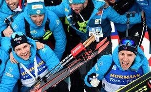 Emilien Jacquelin (à gauche) et Quentin Fillon Maillet (à droite) sont les nouvelles têtes de proue de l'équipe de France de biathlon.