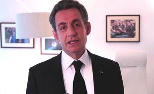 Nicolas Sarkozy présente ses voeux 2015 aux Français dans une vidéo postée sur Twitter