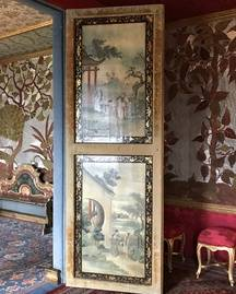 Porte laquée, séparant le salon rouge du salon bleu dans la maison de Victor Hugo à Guernesey.