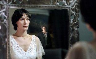 """Clotilde Hesme (Adèle) dans la série """"LesRevenants"""" sur Canal+"""
