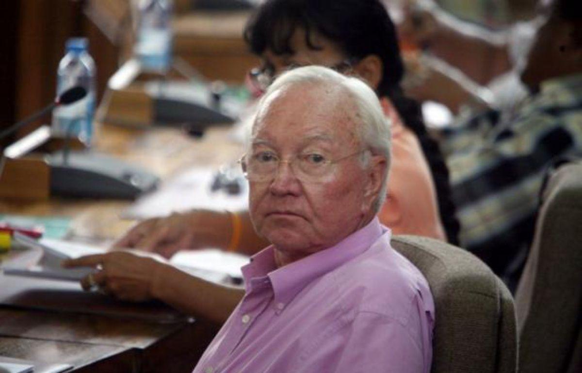 Le sénateur Gaston Flosse a été condamné jeudi par la Cour d'Appel de Papeete à quatre ans de prison avec sursis, 125 000 Euros d'amende et trois ans de privation des droits civiques, pour prise illégale d'intérêt et détournement de fonds publics, dans une vaste affaire d'emplois fictifs, à l'époque où il présidait la Polynésie française. – Gregory Boissy afp.com