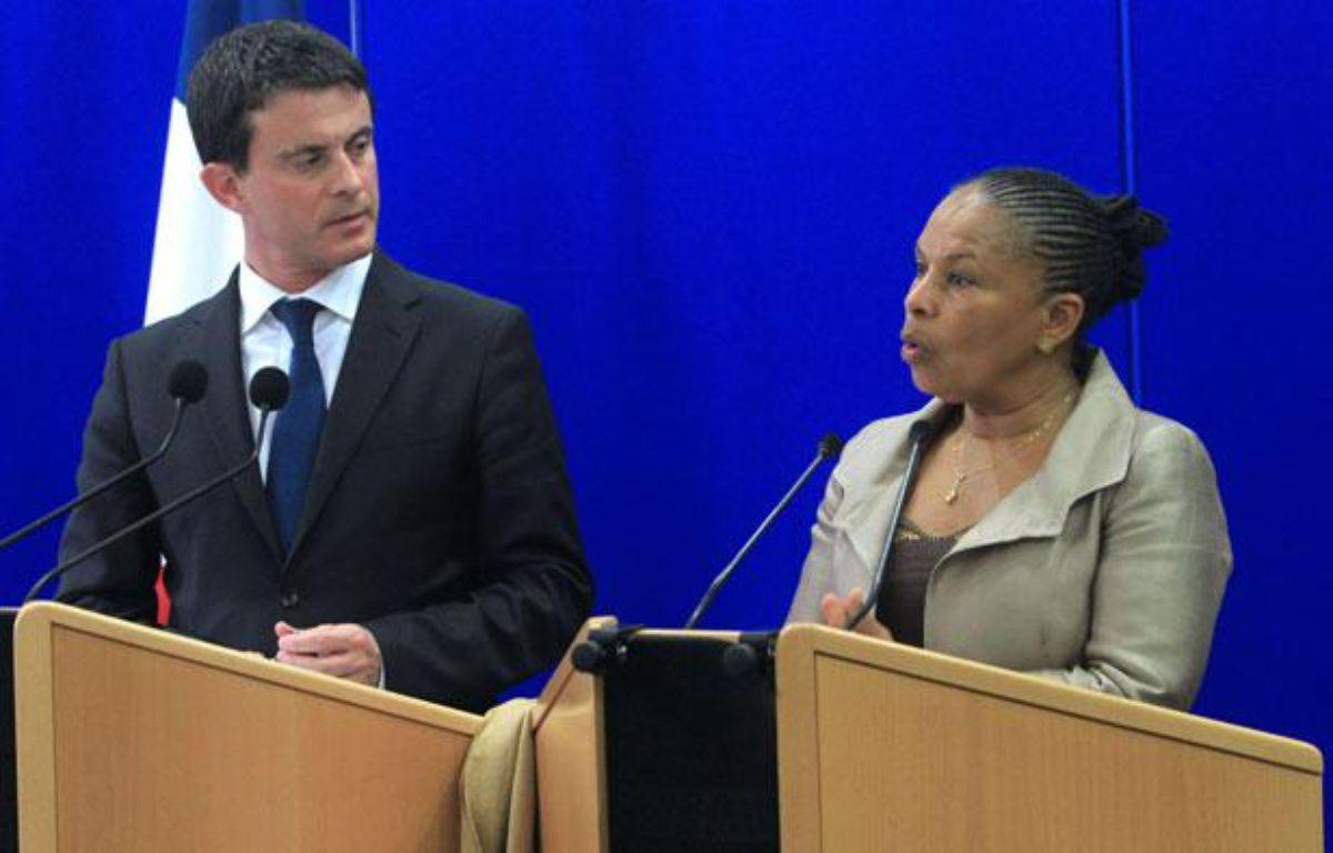 Les ministres de l'Intérieur et de la Justice Manuel Valls et Christiane Taubira, le 15novembre 2012 en Corse. – J.-P. Belzit/AP/SIPA