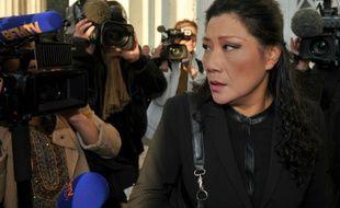 """Lise Han, principale accusée dans le procès des """"mariages chinois"""", arrive au tribunal, le 13 octobre 2015 à Tours"""
