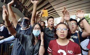 Des manifestants à Hong Kong, le 13 octobre 2014.