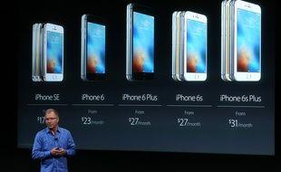 Greg Joswiak, vice-président d'Apple, lors de la keynote du 21 mars 2016 à Cupertino, en Californie.