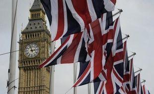 Un député britannique, adjoint de la Première ministre Theresa May, avait pour habitude de consulter des milliers de sites pornographiques dans son bureau du Parlement, selon les confidences d'un ancien détective de Scotland Yard.