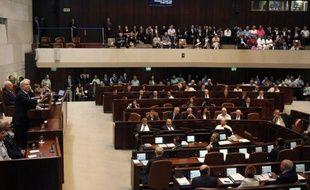 Le parti nationaliste religieux (Foyer juif) continue de grignoter des voix au Likoud du Premier ministre israélien Benjamin Netanyahu, grand favori des législatives du 22 janvier, selon un sondage publié mardi dans le quotidien Haaretz.