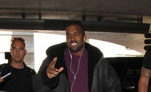 Le rappeur Kanye West à l'aéroport LAX.