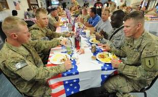 Des soldats Américains célèbrent la fête nationale Américaine au camp Clark dans la province de Khost, Afghanistan.