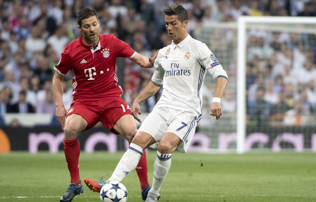 Ronaldo au duel avec l'ancien madrilène Xabi Alonso.  – CURTO DE LA TORRE / AFP