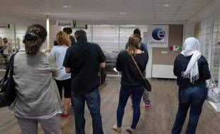 Des chômeurs patientent le 10 septembre 2012 dans une agence pour l'emploi, à Pontault-Combault, en Seine-et-Marne