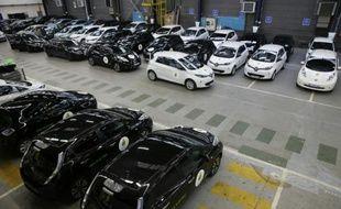 Des voitures électriques Renault stationnées à Boulogne, le 16 novembre 2015