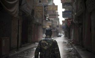 """Le commandement rebelle en Syrie a promis mercredi de """"punir sévèrement"""" toute personne qui s'avère coupable d'exactions dont un homme affirmant être un insurgé montré dans une vidéo en train d'éviscérer un soldat du régime."""