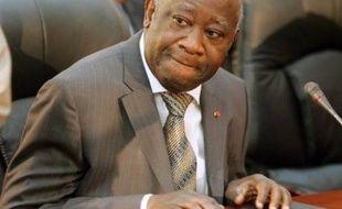 """Le président ivoirien Laurent Gbagbo a dénoncé dans une interview diffusée jeudi soir les """"relations hypocrites"""" issues des accords de défense entre la France et certains pays africains, appelant à des accords interafricains pour régler les conflits régionaux."""