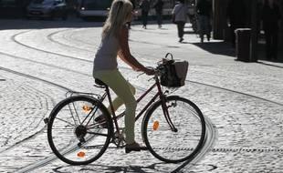 La cycliste a subi 45 jours d'ITT après avoir été déséquilibrée par des deux adolescents, qui tentaient de lui voler sa glacière. (Illustration)