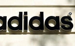 Le logo Adidas pris sur la devanture d'un magasin aux Champs-Elysées, le 25  septembre 2010 à Paris