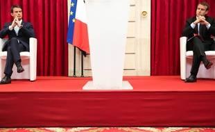 Manuel Valls et Emmanuel Macron à Paris le 22 juillet 2015.
