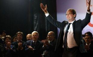 François Hollande place de la Bastille, avec plusieurs responsables socialistes et écologistes, le 6 mai 2012.