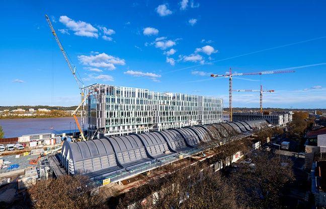 Travaux de construction du nouveau siège de la Caisse d'Epargne Aquitaine-Poitou-Charentes