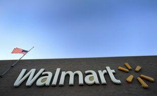 Enseigne de la chaîne de magasins spécialisée dans la grande distribution, Walmart. Illustration.