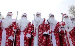 Rassemblement de personnes habillées en Père Noël, le 26 décembre à Kemerovo, en Russie.