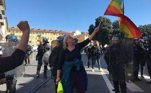 Geneviève Legay avant la charge des policiers, samedi à Nice.
