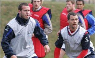 En équipe de France, Elissalde (20 sél.) et Michalak (42 sél.) ont débuté onze matches ensemble, même s'ils n'ont plus porté le maillot bleu depuis novembre pour le premier et mars 2006 pour le second.