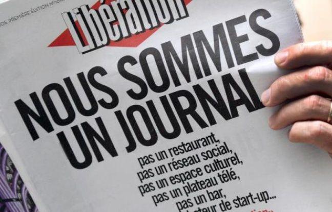 """Les salariés de Libération ont décrit lundi, sur deux pages, leur """"combat pour garantir l'avenir de Libé"""", reprenant, comme un slogan, leur """"Une"""" de samedi qui clamait en gros titres """"Nous sommes un journal""""."""
