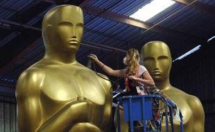 Fabrication des statuettes décoratives réalisées pour la 80e cérémonie des Oscars, Saugus, Californie, le 10 octobre 2007.