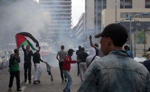 Des manifestants pro-palestiniens se heurtent aux forces de l'ordre à Sarcelles, au nord de Paris, le 20 juillet 2014