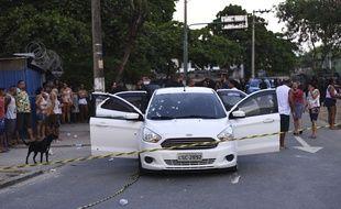 La voiture blanche a été touchée par pas moins de 80 projectiles.