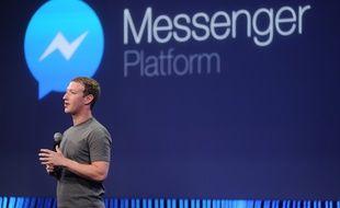 Mark Zuckerberg présente le nouveau Facebook Messenger à la conférence F8, le 25 mars 2015.