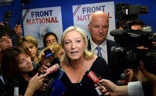 Marine Le Pen devant les caméras au siège du Front national à Nanterre, le 25 mai 2014.