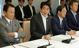"""Le gouvernement nippon a annoncé mardi un plan d'urgence pour stopper avec un """"mur de glace"""" les fuites radioactives en mer et décontaminer l'eau stockée à la centrale de Fukushima, afin de rassurer le monde inquiet."""